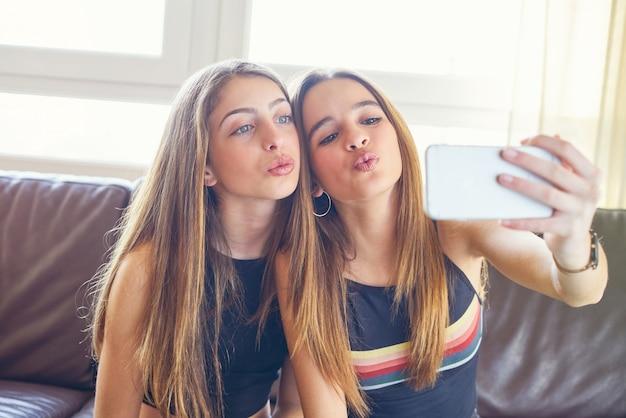 Meninas adolescente, melhores amigos, maquiagem, selfie, câmera