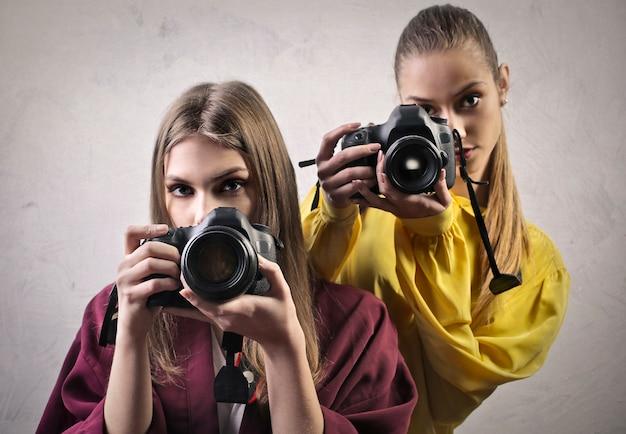Meninas bonitas com câmeras