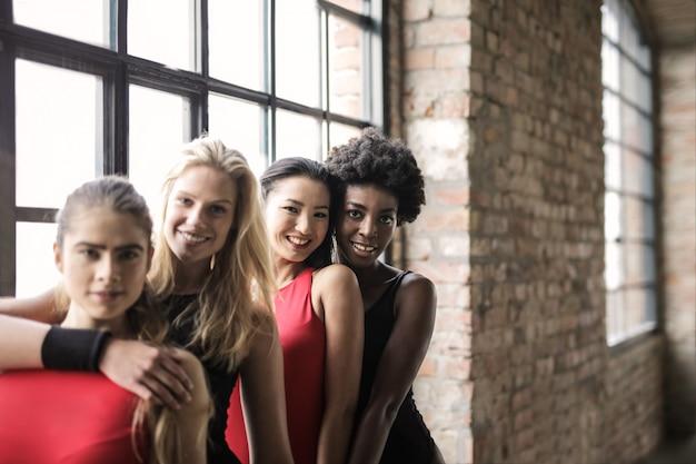 Meninas bonitas no ginásio