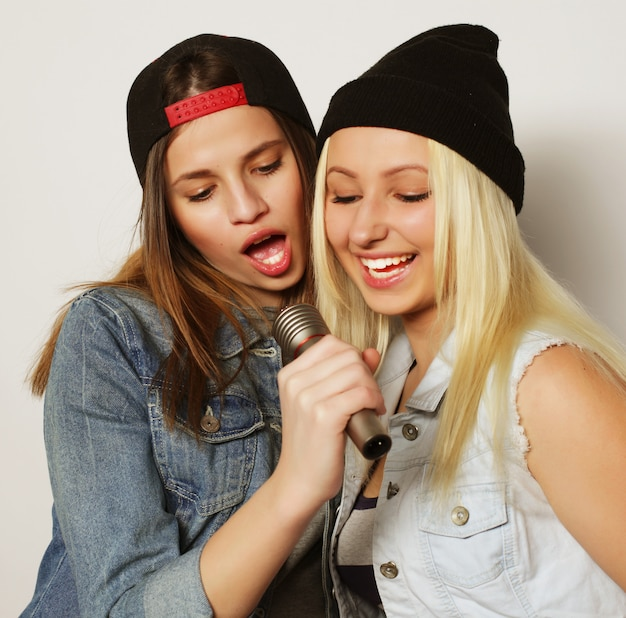 Meninas cantando