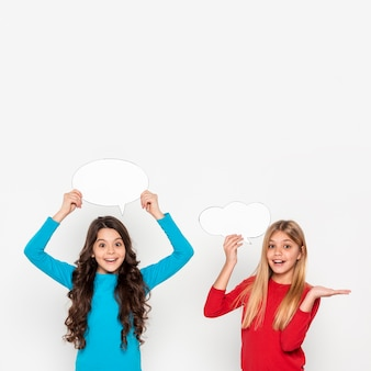 Meninas com bolhas do bate-papo
