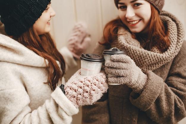 Meninas, com, café