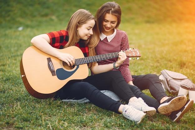 Meninas com guitarra