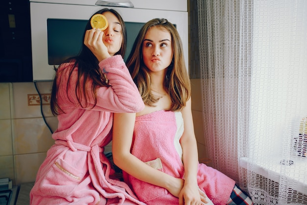 Meninas com laranja