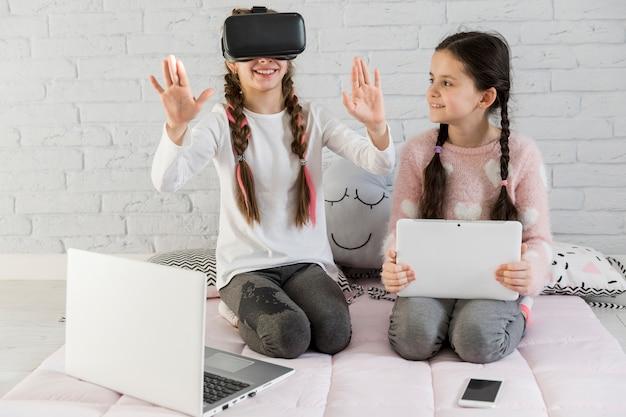 Meninas com óculos vr