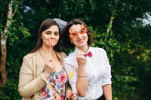 Meninas comemorando uma festa de despedida de solteira