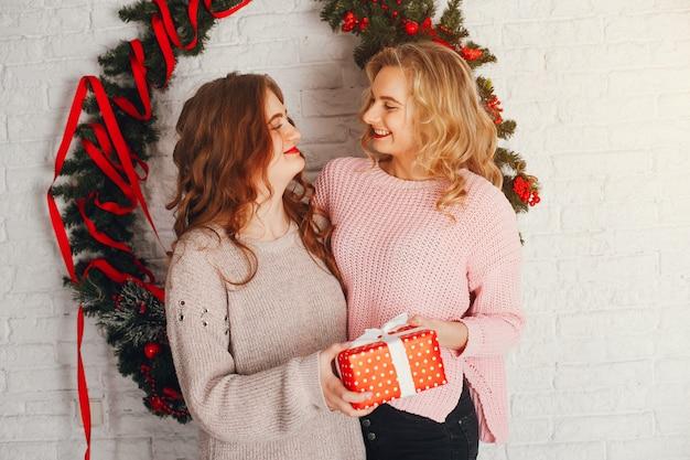 Meninas e presentes