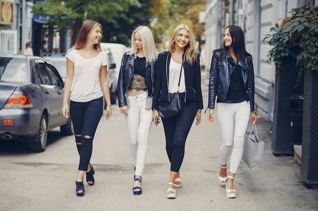 Meninas elegantes