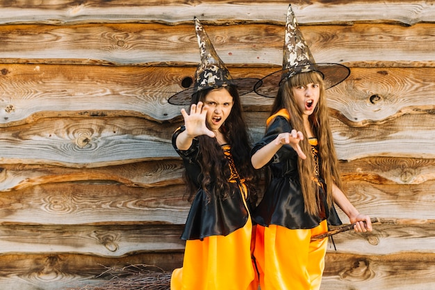 Meninas, em, feitiçaria, mostrando, alcance, mãos