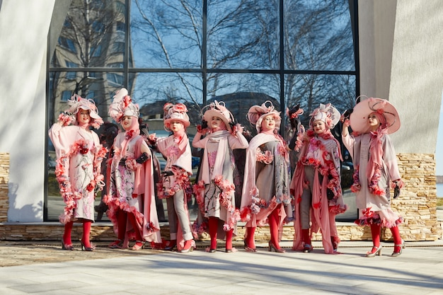 Meninas em nova moda vogue roupas criativas étnica