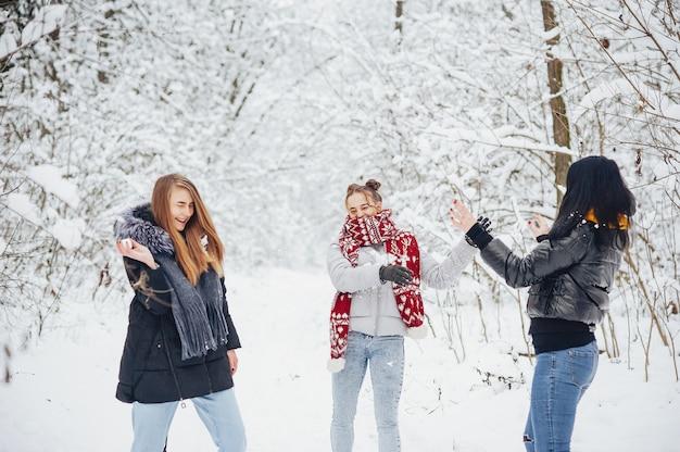 Meninas em um parque