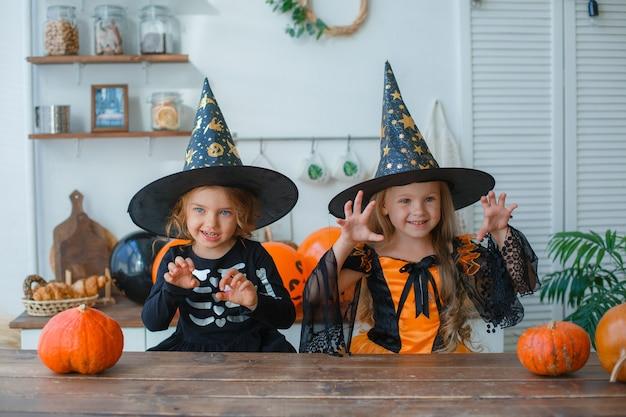 Meninas fantasiadas para o halloween
