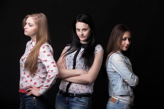 Meninas irritadas
