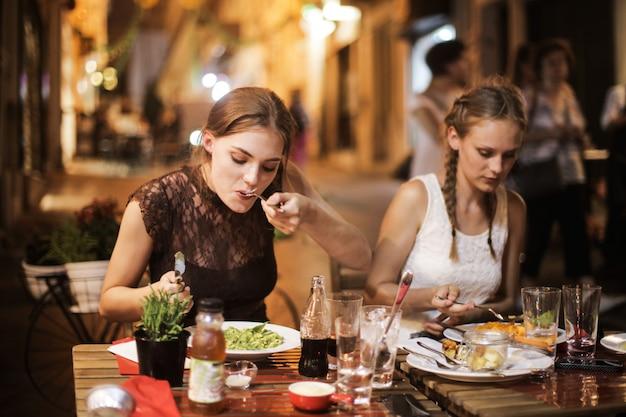 Meninas, jantar