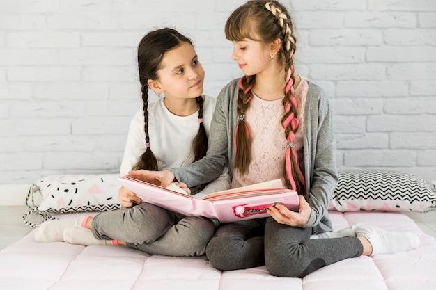Meninas, leitura, junto