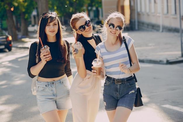 Meninas na cidade