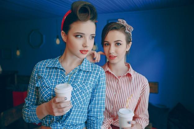 Meninas pin-up