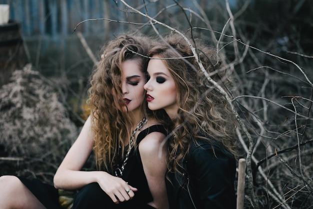Meninas sinistros prontos para halloween