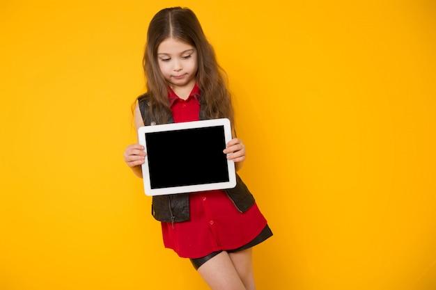 Menininha, com, tabuleta, computador
