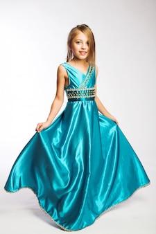Menininha, em, vestido azul