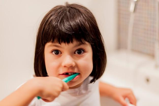 Menininha, escovar, dentes