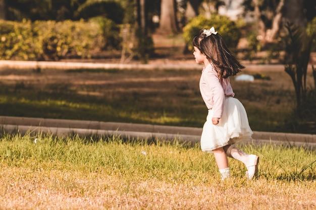 Menininha, executando, em, um, parque