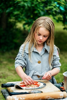 Menininha, preparar uma pizza
