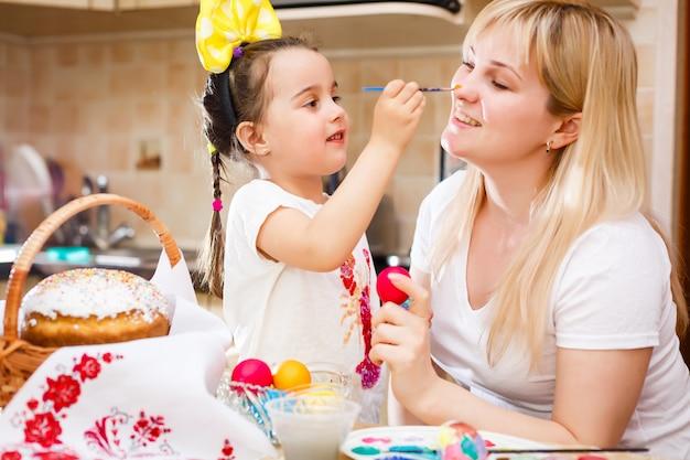 Menininha, quadro, ovos páscoa, com, mãe
