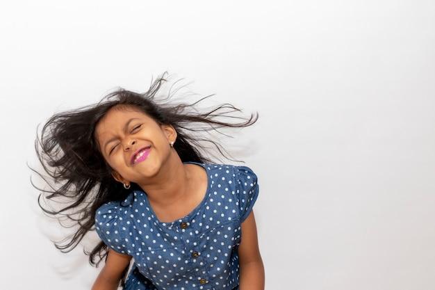 Menininha, tocando, com, dela, cabelo