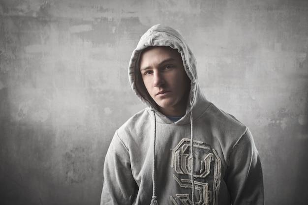Menino adolescente, em, um, hoodie