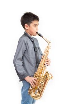 Menino asiático músico tocando na academia