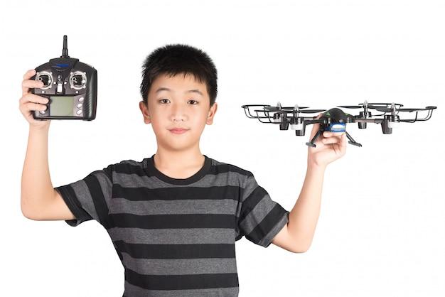 Menino asiático, segurando, drone, e, rádio, controle remoto, handset