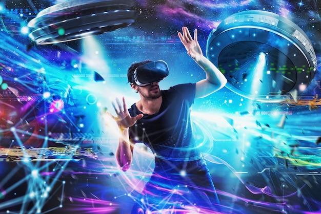 Menino chocado brinca com videogames ovni online. conceito de tecnologia e entretenimento