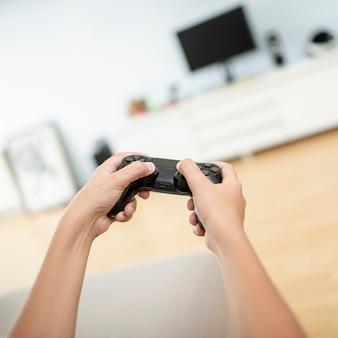 Menino close-up, segurando, controlador jogo