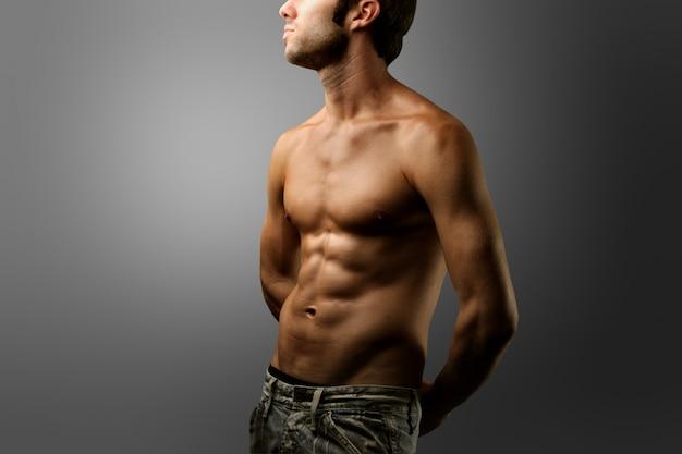 Menino, com, calças brim, e, pelado, torso