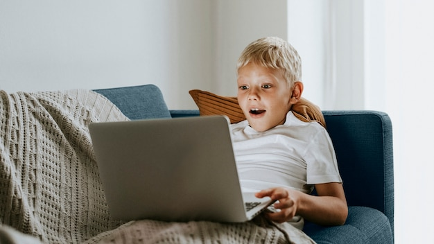 Menino, com, um, laptop