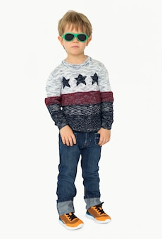 Menino criança moda gozo criança jovem