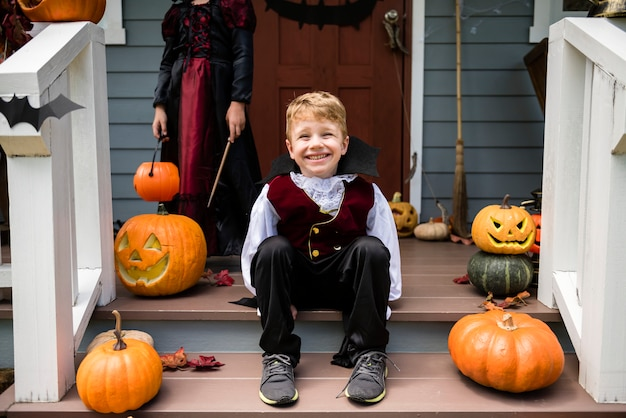 Menino, em, um, traje halloween