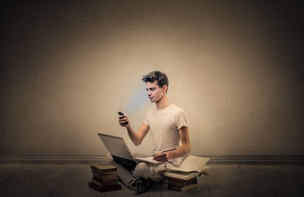 Menino estudante, com, livros, e, laptop