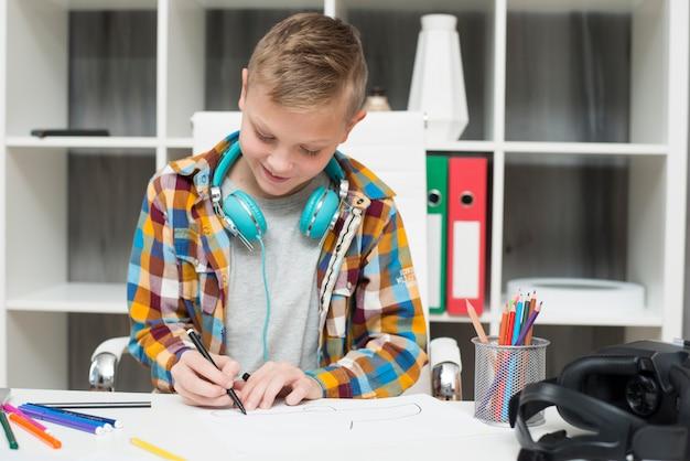 Menino, fazendo, dever casa