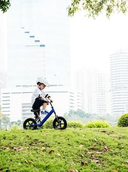 Menino, montando, aprendizagem, estilo vida, exercício