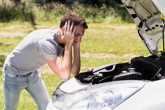 Menino, olhar, quebrada, car