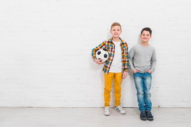 Meninos, com, bola futebol