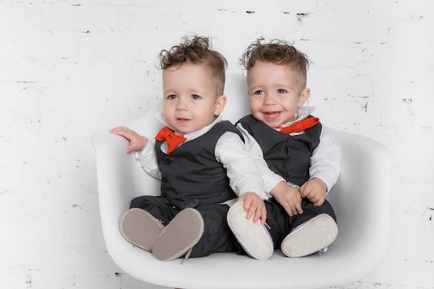 Meninos gêmeos