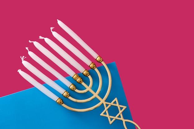 Menorá de hanukkah judaica em azul e rosa