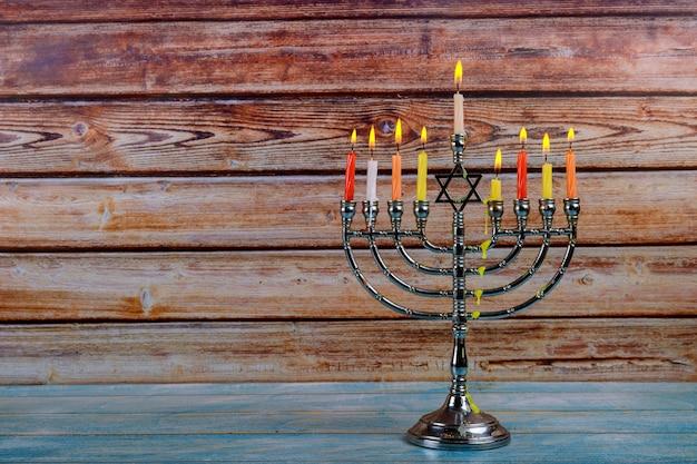 Menorah hanukkah brilhantemente brilhante foco suave