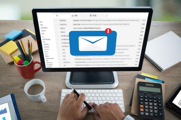 Mensagem de conexão de comunicação de correio para telefone de contatos de correio conceito de cartas globais