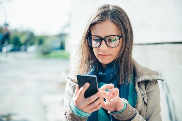 Mensagem de digitação de mulher