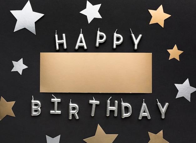 Mensagem de feliz aniversário com confetes de estrelas