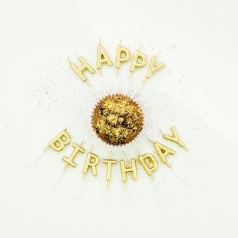 Mensagem de feliz aniversário em torno de muffin saboroso